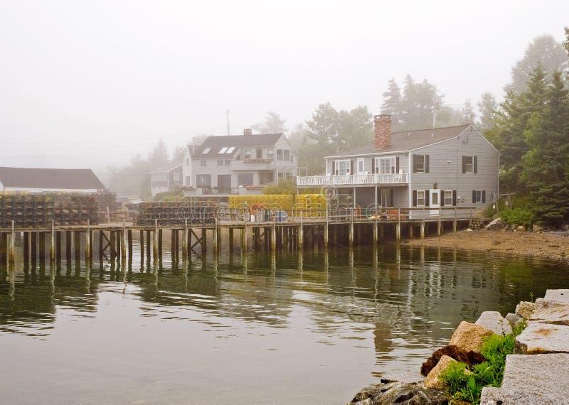 Cais da pesca de Maine na névoa imagens de stock