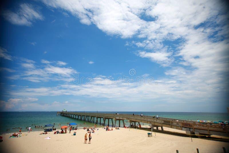 Cais da praia de Deerfield fotos de stock