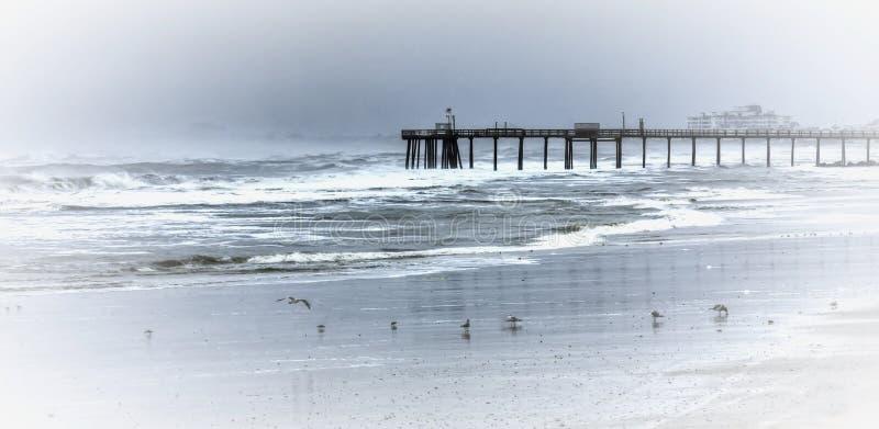 Cais da tempestade do inverno fotos de stock