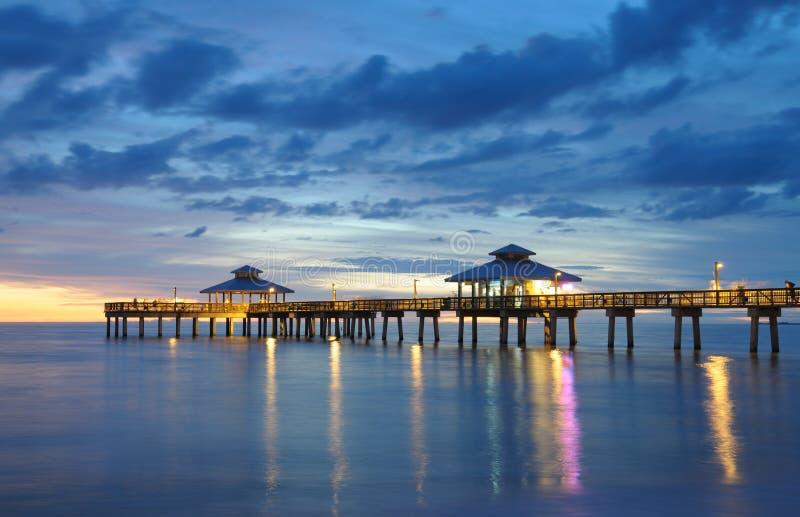 Cais de Fort Myers no por do sol fotografia de stock