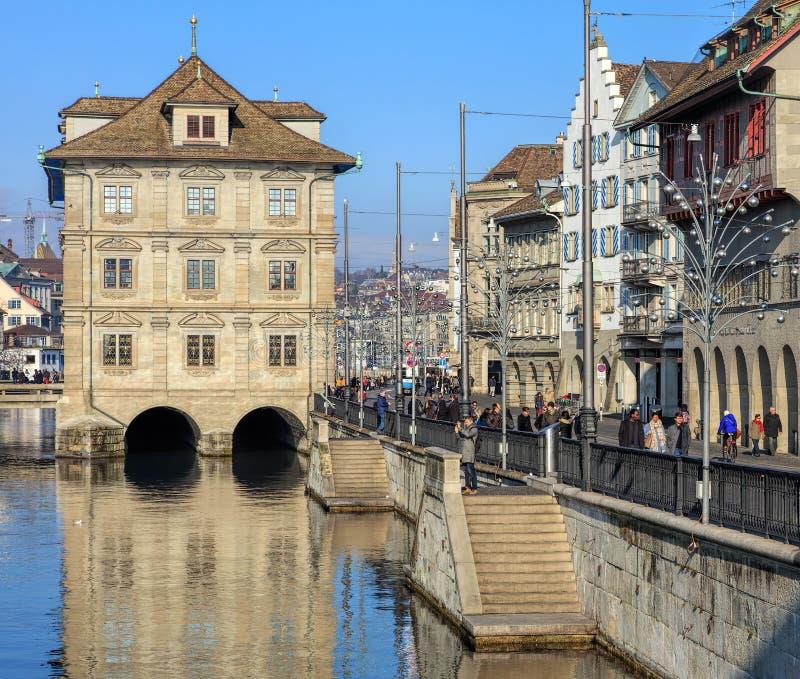 Cais de Limmatquai em Zurique no inverno imagens de stock
