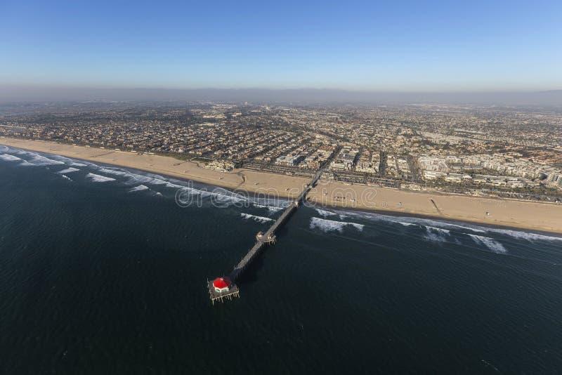 Cais do Huntington Beach e antena da costa de Califórnia imagem de stock royalty free