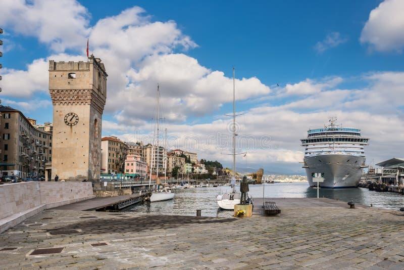 Cais do porto em Savona, Itália fotografia de stock