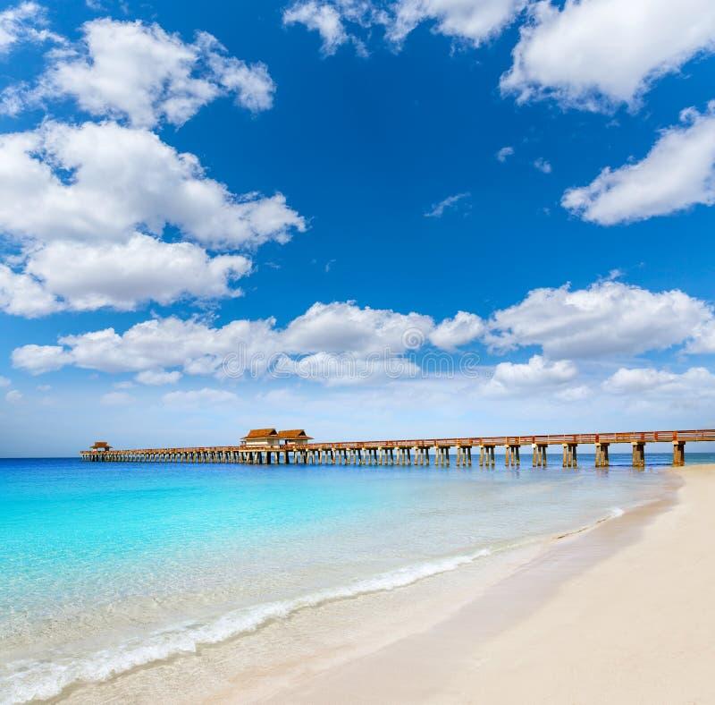 Cais e praia de Nápoles em florida EUA fotografia de stock royalty free
