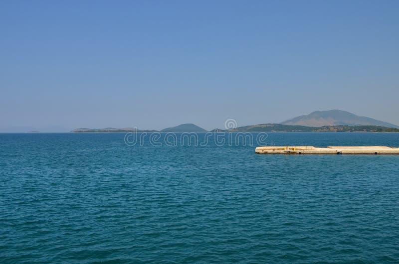 Cais no mar Ionian imagens de stock