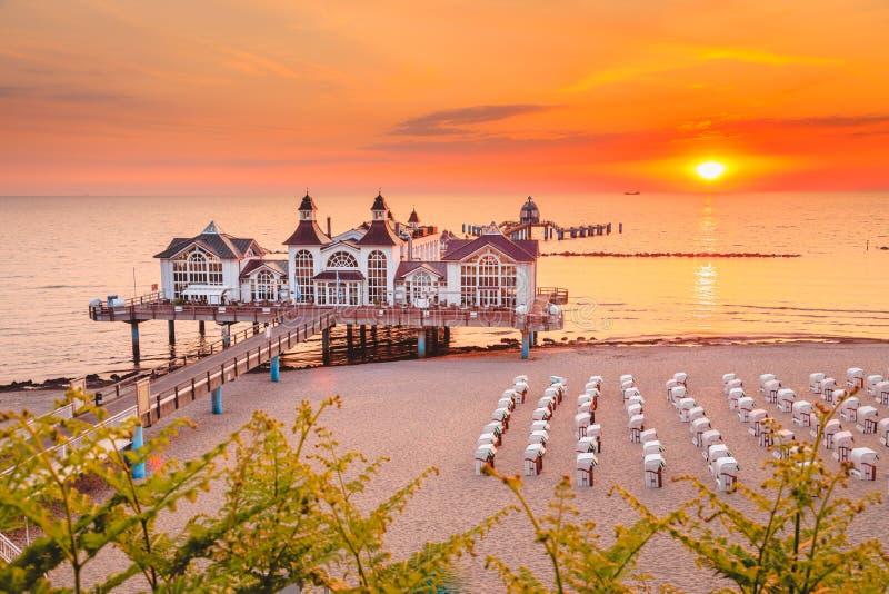 Cais no nascer do sol, mar Báltico de Sellin, Alemanha fotografia de stock royalty free