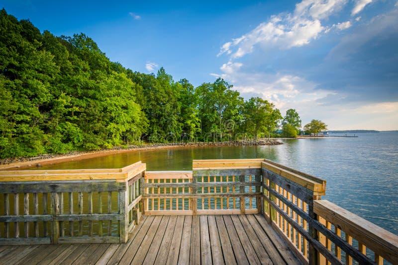 Cais no normando do lago, em Ramsey Creek Park, em Cornelius, C norte imagem de stock royalty free