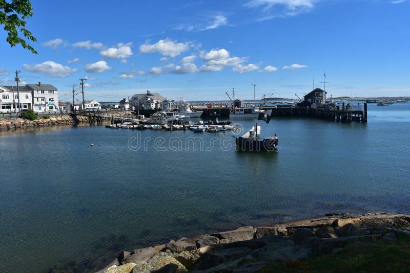 Cais no porto de Plymouth em Massachusetts com barcos fotografia de stock