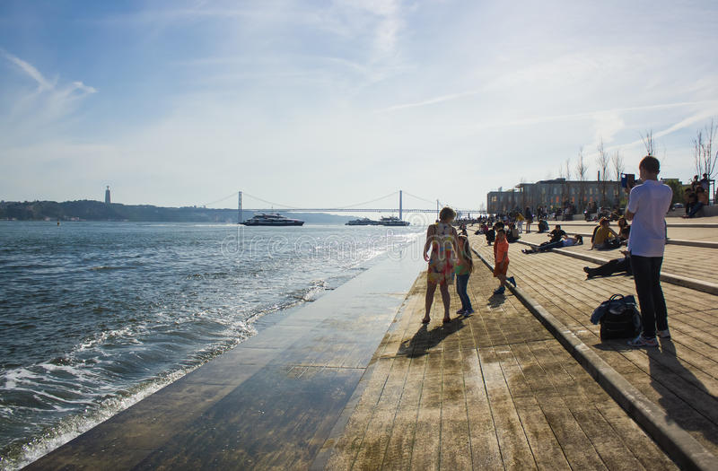 Cais-Pier DA von Ribeira in Lissabon, Portugal lizenzfreie stockfotos