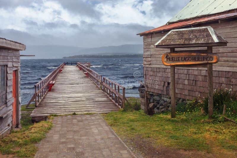 Cais sobre o lago Huillinco, Chonchi, o Chile do sul imagens de stock