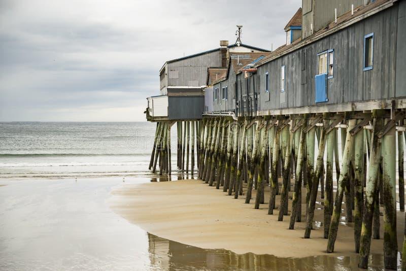 Cais velho da praia do pomar fotografia de stock