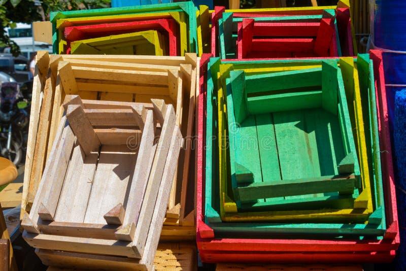 Caisses en bois colorées photos libres de droits