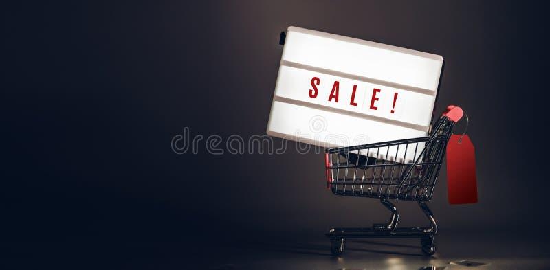Caisson lumineux de vente dans le caddie avec le prix à payer au RO foncé de studio image libre de droits