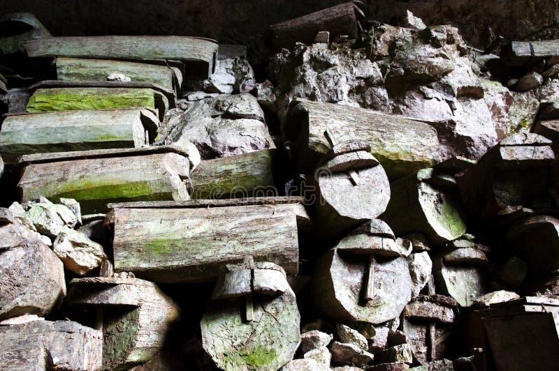 Caixões da caverna de Lumiang - Filipinas fotos de stock royalty free