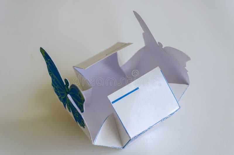 Caixa aberta do favor da borboleta de JG ilustração royalty free