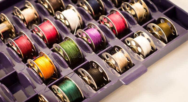 Carretéis para a máquina de costura fotografia de stock royalty free
