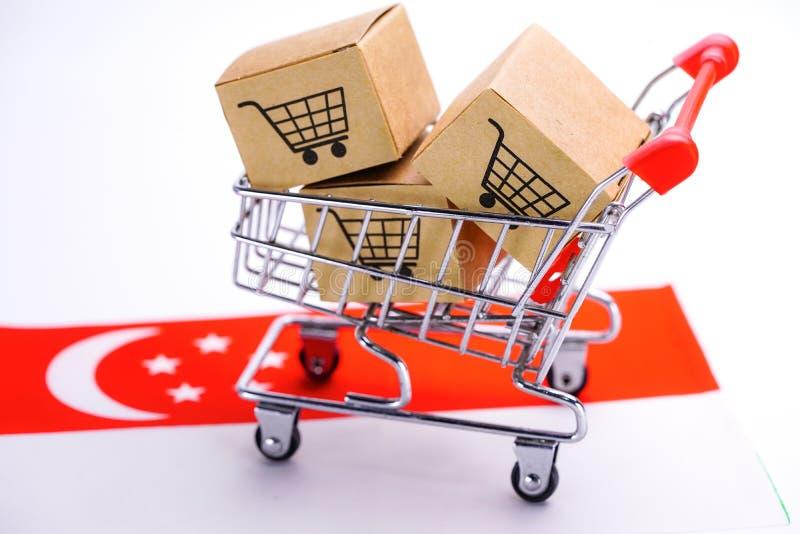 Caixa com logotipo do carrinho de compras e bandeira de Singapura: Exportação da importação que compra em linha fotografia de stock royalty free