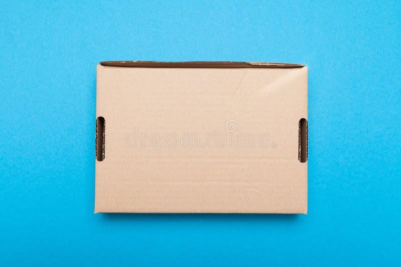 Caixa da entrega, transporte do correio Etiqueta vazia, espaço da cópia para o texto fotografia de stock