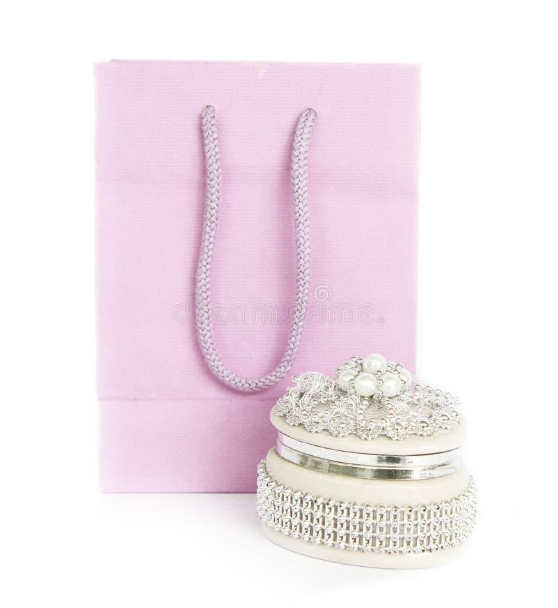 Caixa da jóia e saco de papel cor-de-rosa imagem de stock