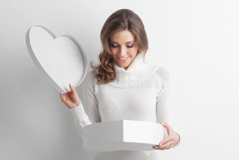 Caixa dada forma da menina coração aberto fotos de stock royalty free