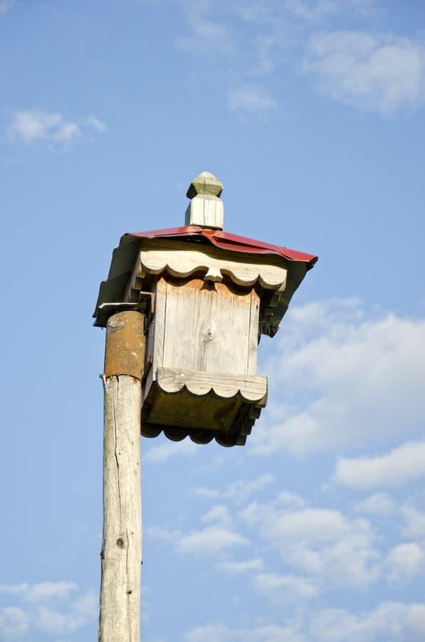 Caixa de assentamento de madeira decorativa original foto de stock