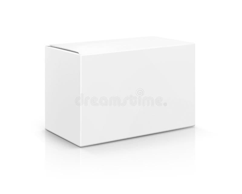 Caixa de cartão branca de empacotamento vazia isolada no fundo branco imagem de stock royalty free
