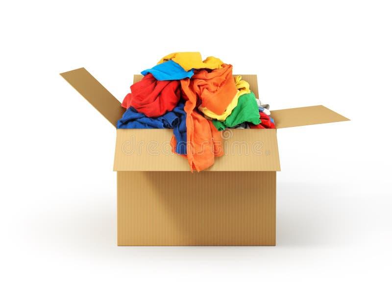 Caixa de cartão com a roupa isolada no fundo branco Donatio imagem de stock