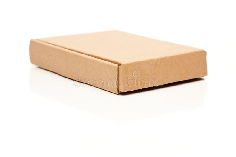 Caixa de cartão fina fechada no branco imagens de stock