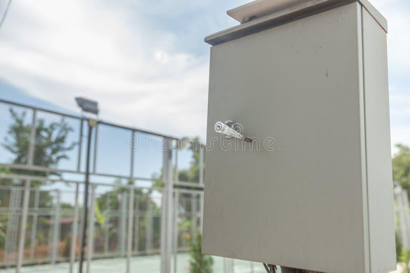 Caixa de controle elétrica exterior fotografia de stock royalty free