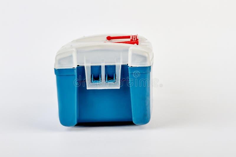Caixa de equipamento de pesca azul isolada fotos de stock