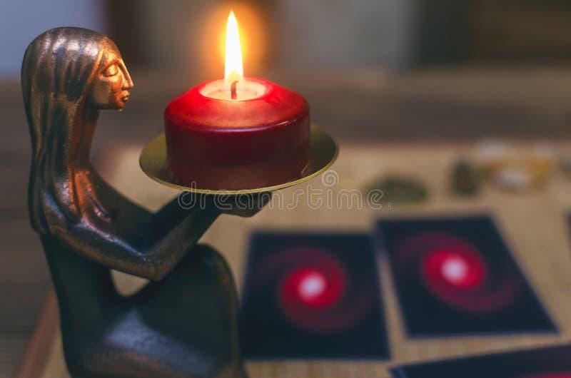 Caixa de fortuna divination Cartões de Tarot foto de stock