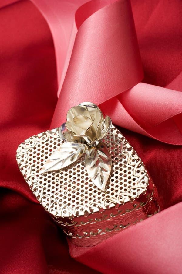 Caixa de jóia de prata imagem de stock royalty free