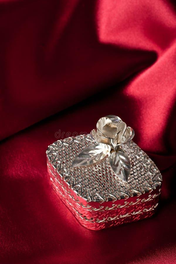 Caixa de jóia de prata imagens de stock royalty free