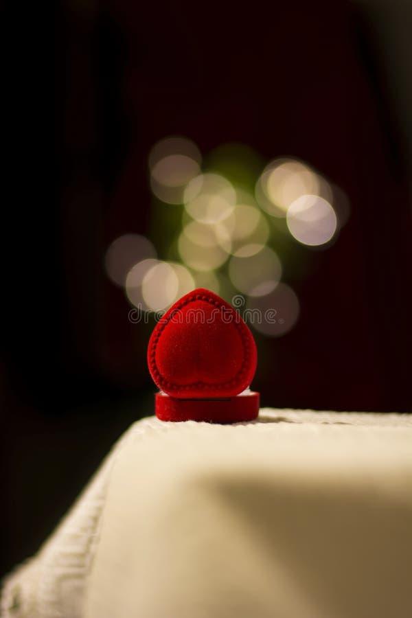 Caixa de joia com efeito das luzes do borrão fotografia de stock