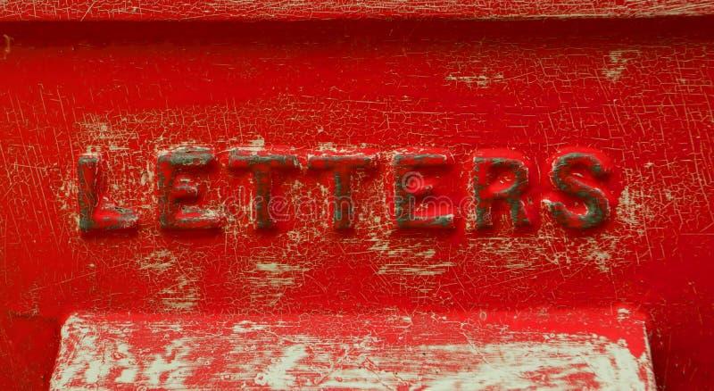 Caixa de letra vermelha retro com pintura crepitada fotografia de stock royalty free