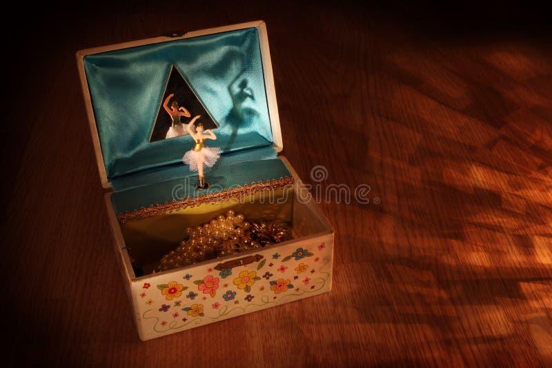 Caixa de música do vintage com bailarina foto de stock royalty free