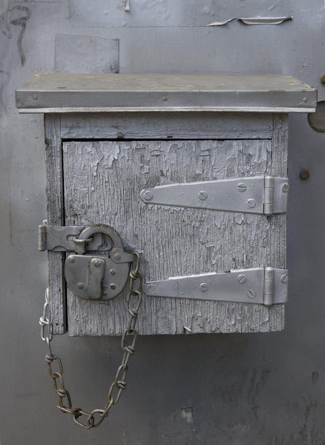 Caixa de madeira do mistério velho fotos de stock