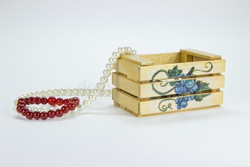 Caixa de madeira isolada decorações fotografia de stock royalty free