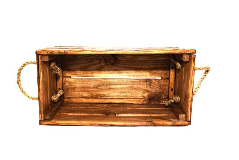 Caixa de madeira velha, punhos da corda Isolado no fundo branco imagem de stock