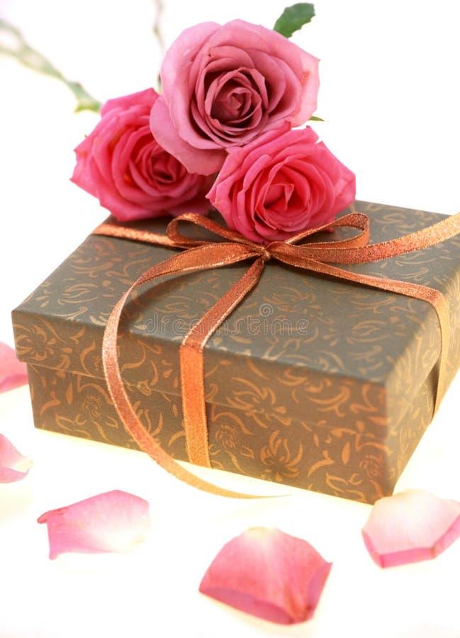 Download Caixa de presente imagem de stock. Imagem de presente, pacote - 107625