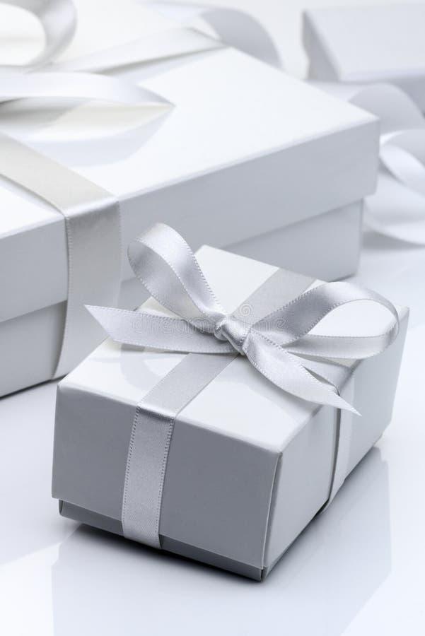 Caixa de presente branca imagens de stock