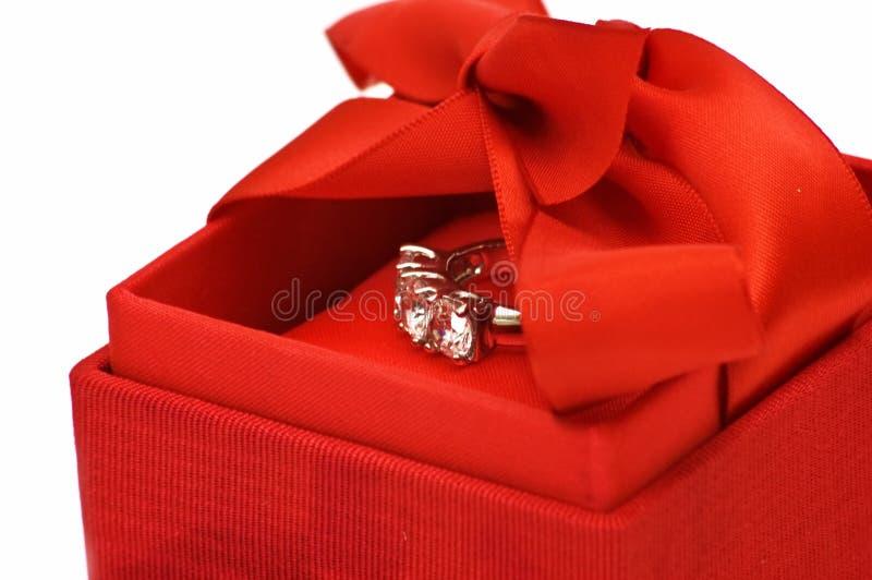 Caixa de presente com anel imagem de stock