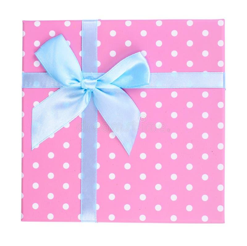 Caixa de presente cor-de-rosa com curva azul imagem de stock