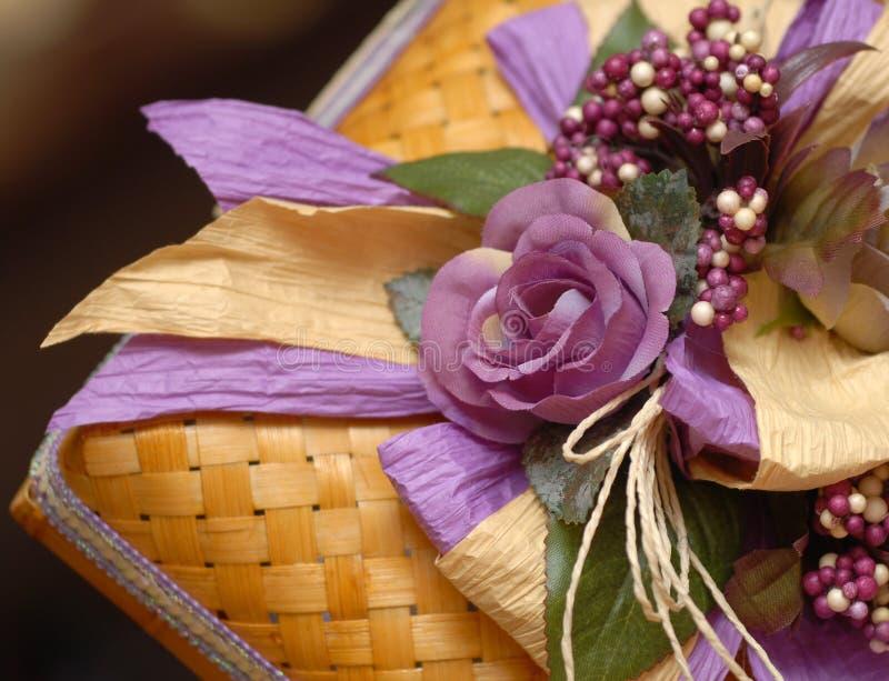 Caixa de presente do casamento do Malay foto de stock