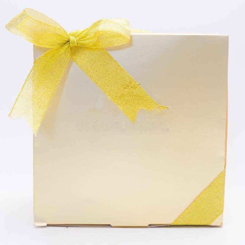 Caixa de presente do ouro imagens de stock royalty free