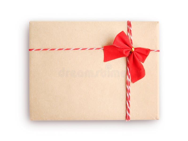Caixa de presente de papel do ofício isolada foto de stock