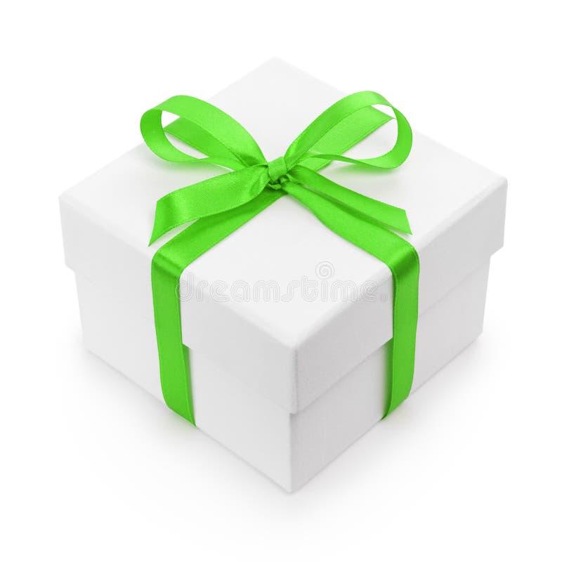 Caixa de presente textured branca com curva verde da fita imagens de stock