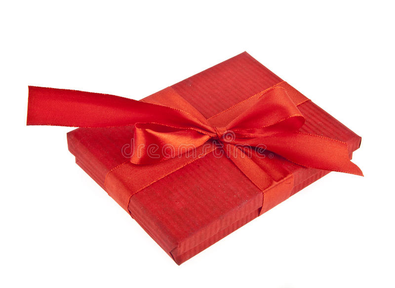 Caixa de presente vermelha com curva da fita fotografia de stock royalty free