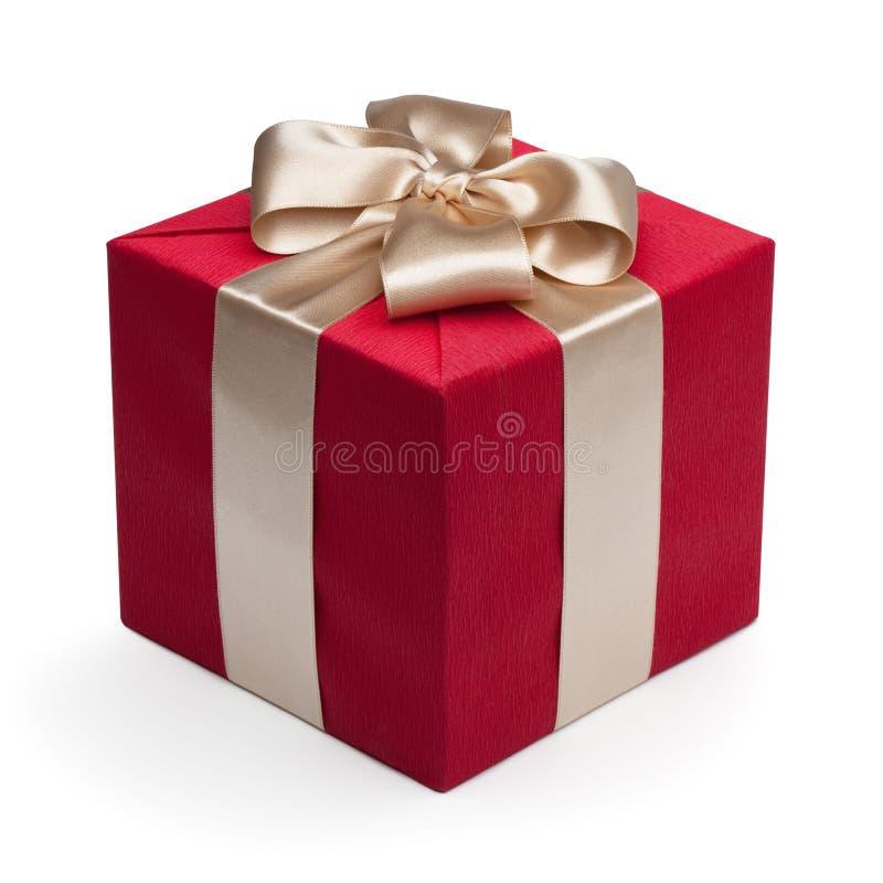 Caixa de presente vermelha com fita dourada. fotos de stock
