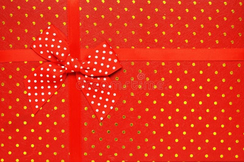Caixa de presente vermelha da vista superior, fim acima imagem de stock
